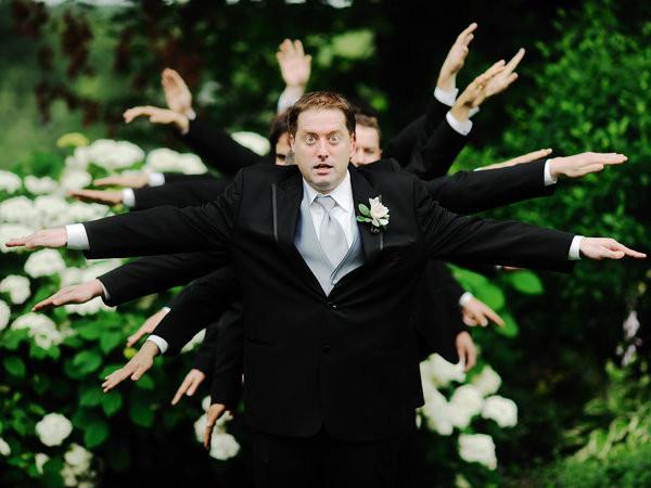 伴郎不甘被当成婚礼照背景,为抢镜头使出最牛逼招数!